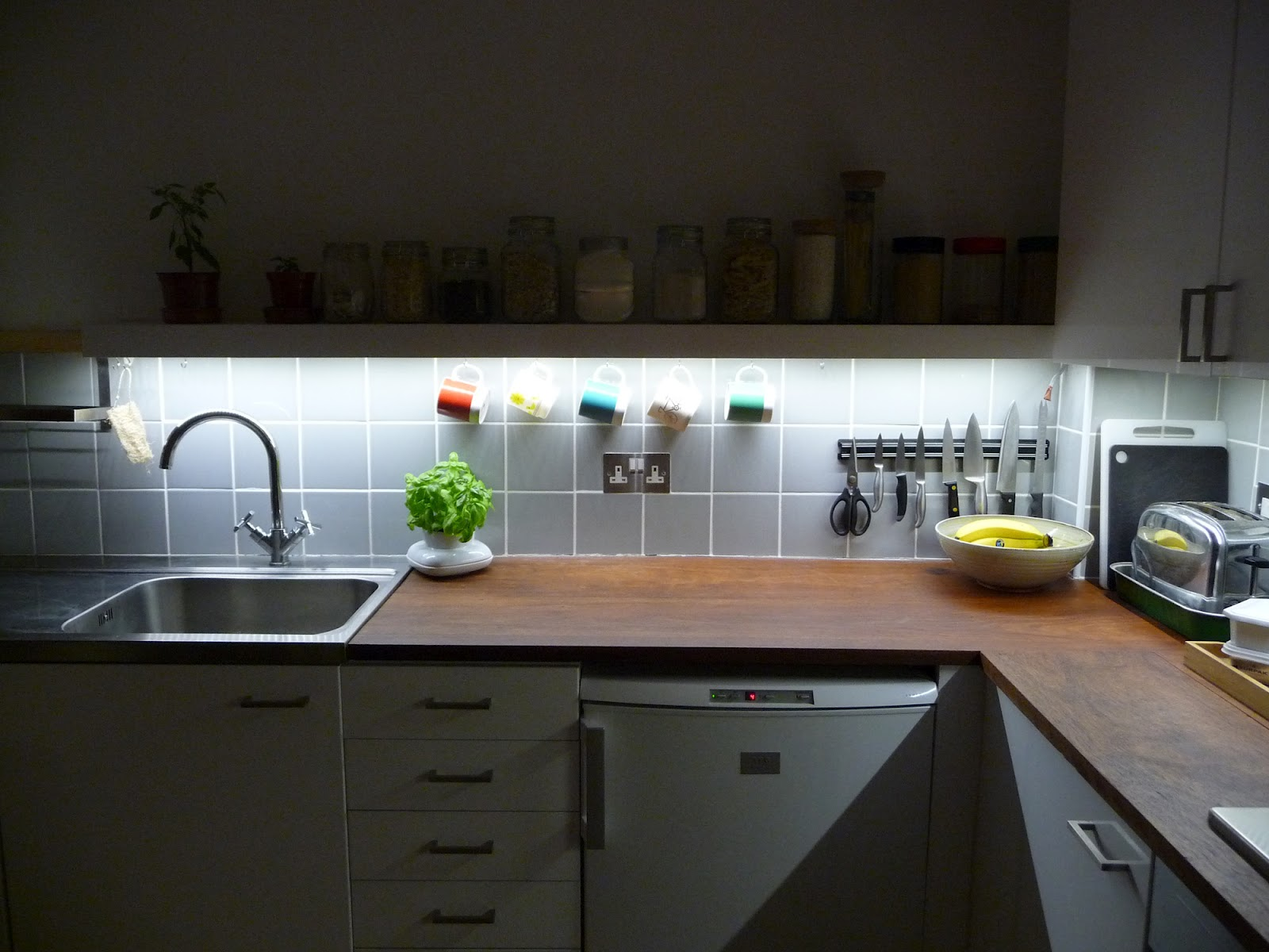 types of under cabinet lighting. Types Of Under Cabinet Lighting B