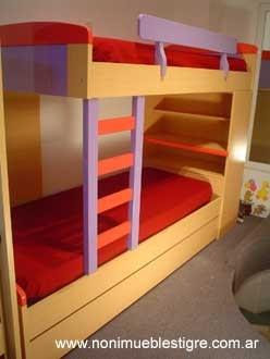 Originales camas cuchetas desplazadas con estantes para for Estantes para cuartos