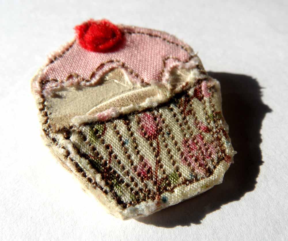 Machine embroidered cup cake brooch workshop details we