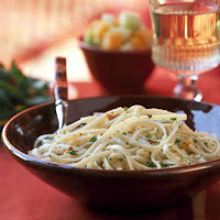 Linguine with Garlicky Bread Crumbs