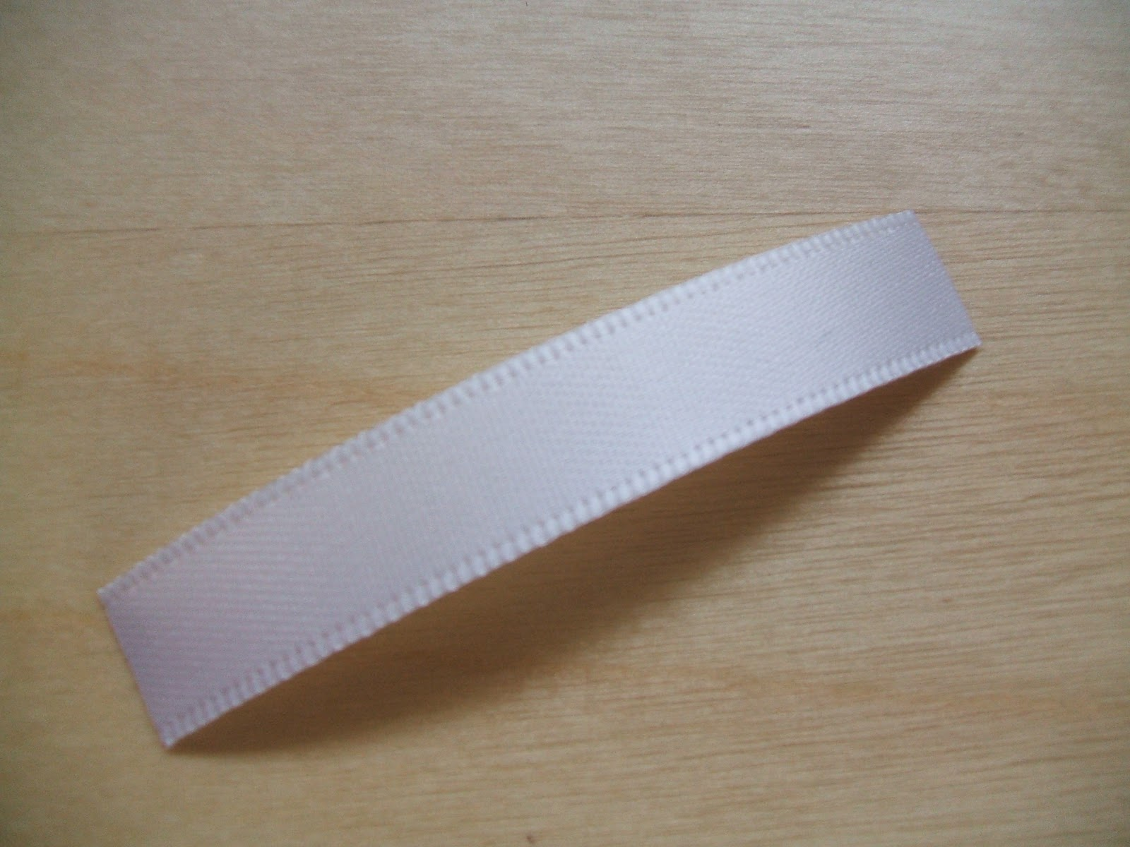 how to cut ribbon without fraying