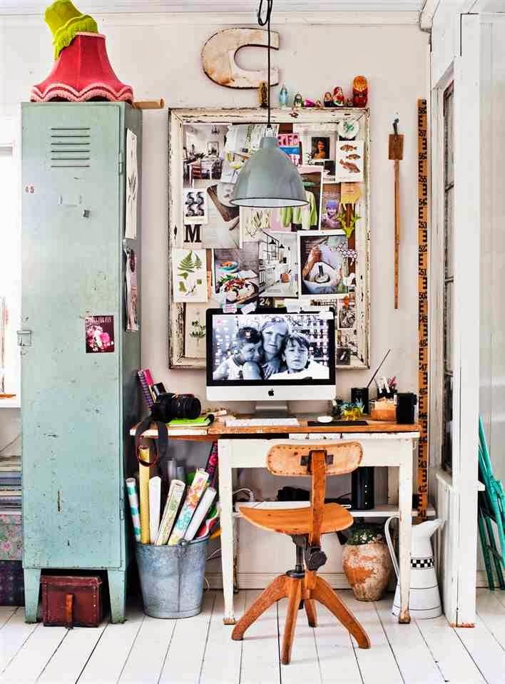 Industrialny gabinet, metalowa szafka, drewniane krzesło do biurka, ocynkowane wiadro z rulonami papieru, indstrialne dodatki