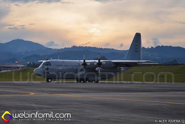 Un C-130 Hércules de la Fuerza Aérea Colombiana descansa en la rampa del CACOM5 luego de una misión de entrenamiento en Ángel de los Andes.