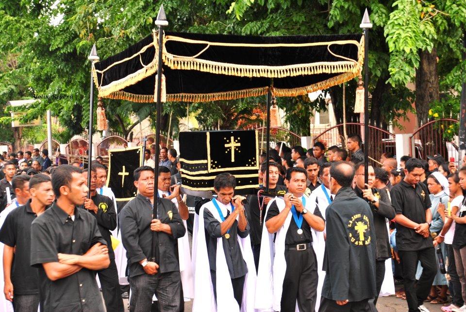 Perarakan patung Tuan Ana pada tradisi Semana Santa di Larantuka