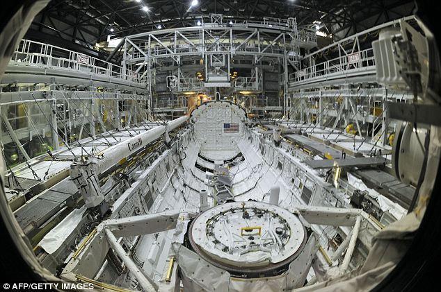 6 gambar kokpit kapal angkasa Shuttle Atlantis