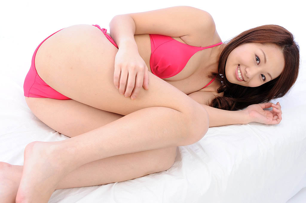 konomi sasaki stripping off her clothes pics 04