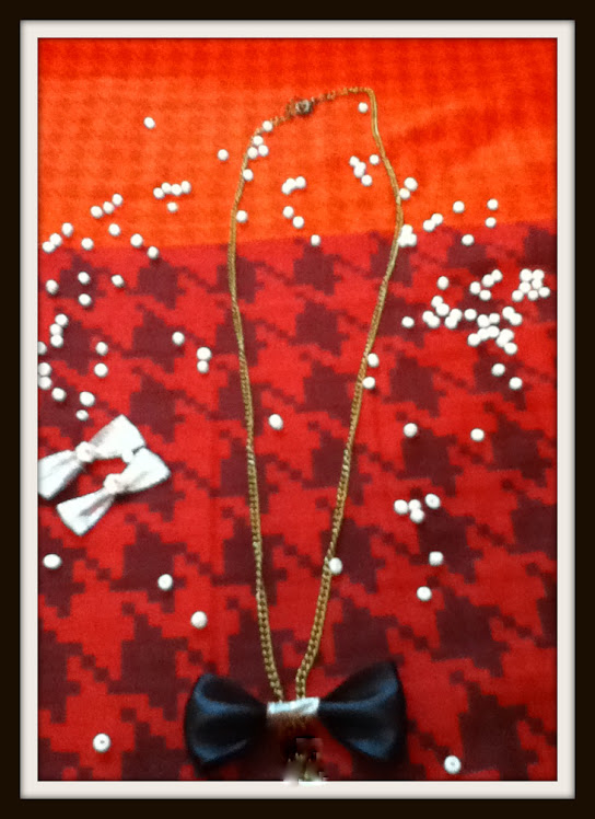 for my lovely divas!now BOW NECKLACE is just for RS.60..HURRY! :p