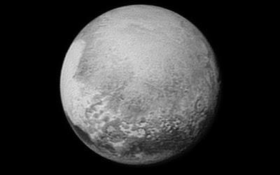 Hipernovas: New Horizons Revela Que Plutão é Maior do Que se Pensava [Artigo]