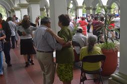 Xalapeños bailan ¡Al son del Danzón!, en Palacio Municipal
