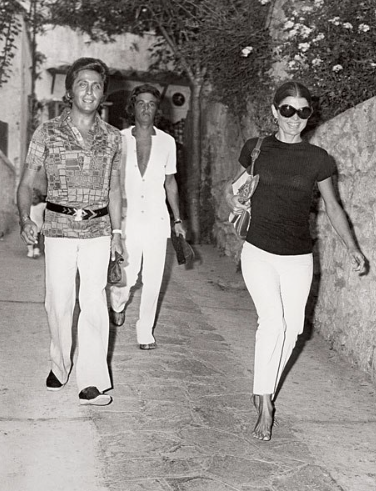 Jackie-Onassis-on-the-island-of-Capri-with-Valentino