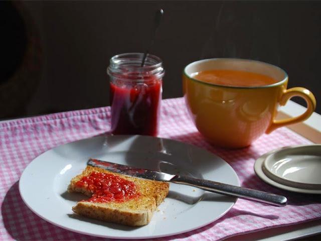 Fruchtaufstrich mit Rhabarber, Orange, Himbeeren