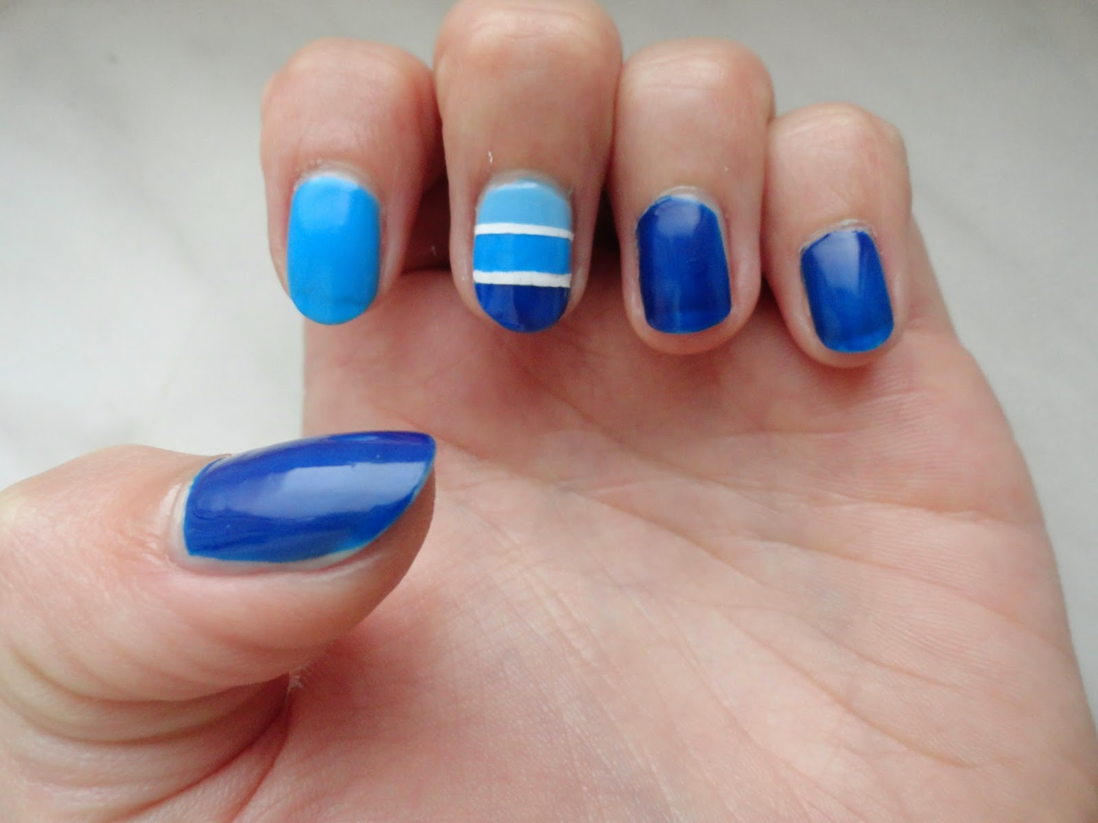 Clothes & Dreams: NOTD: Striped gradient: Nail of the day