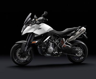 2011-KTM-990-SupermotoT-White