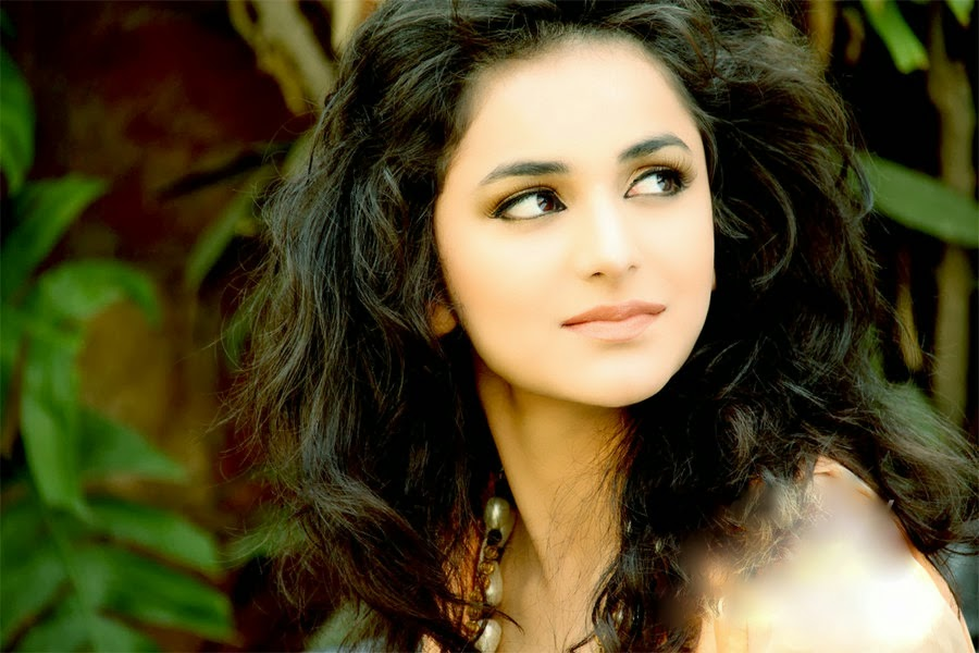 http://funkidos.com/pakistani-models-actors/yumna-zaidi-photos-and-biography