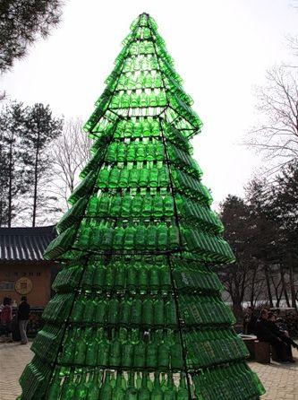 Ёлка из бутылок в Корее.
