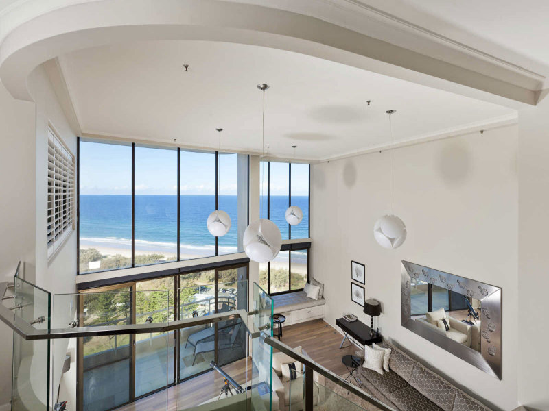 Beautiful penthouse apartment on the beach gold coast for Small penthouses design