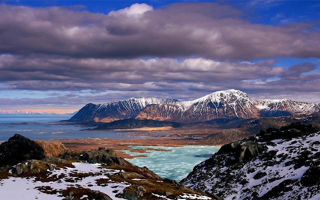 Paisaje de Montañas Nevadas