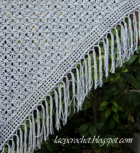 Crochet Stitches For Shawls : Lacy Crochet: Spider Stitch Shawl Free Pattern