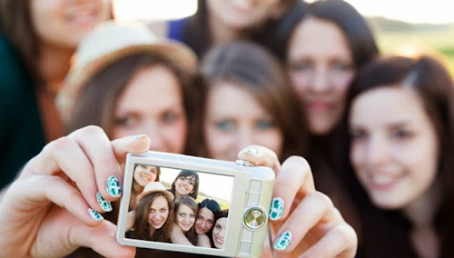 Órgão do governo russo adverte que tirar selfies pode espalhar piolhos