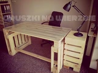 otros muebles de la oficina tambin tambin se han construido con los mismos palets de ah que todos los muebles estn a juego con la mesa