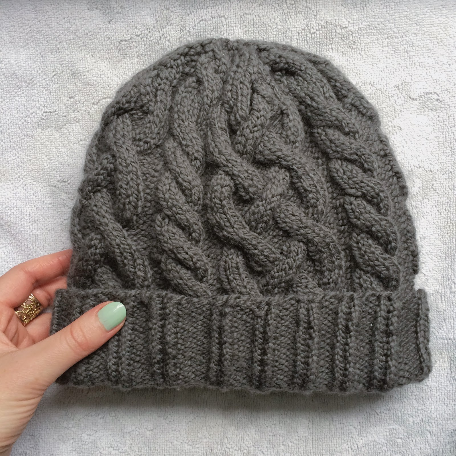 Free Cable Hat Knitting Pattern : anna knits, etc.
