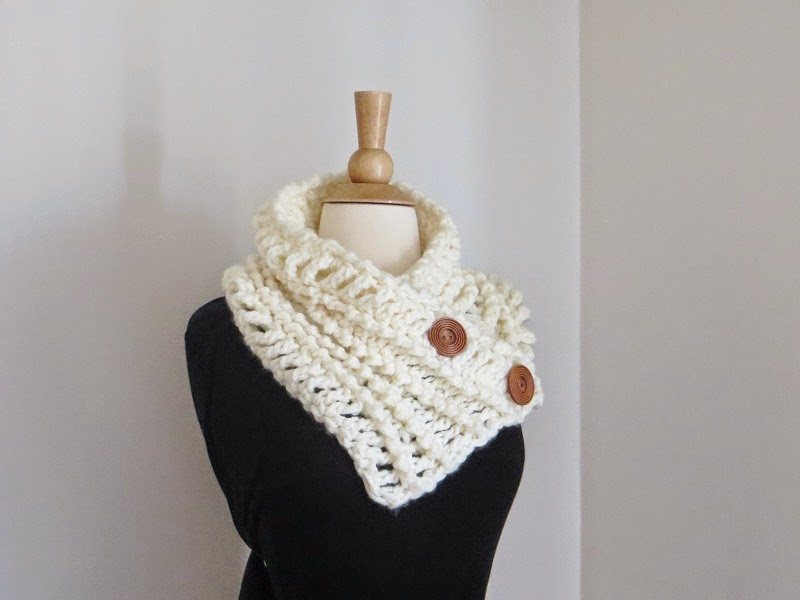 Free Crochet Pattern Chunky Cowl : Crochet Dreamz: Diana Buttoned Cowl,Free Chunky Cowl ...