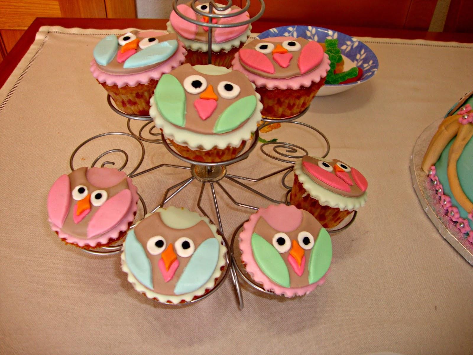 Cupcakes de vainilla con búhos