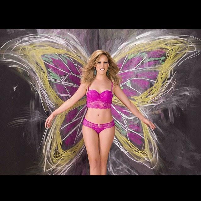Adriana Birolli fez sucesso ao posar para uma campanha de lingerie e é comparada com Angel