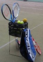Järjestämme tenniksen peruskursseja ympäri vuoden niin ulko- kuin sisäkentillä