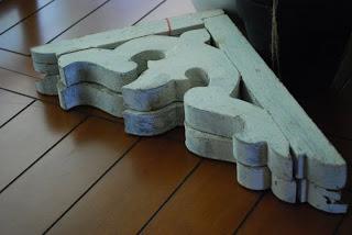 mão francesa rústica de madeira usada