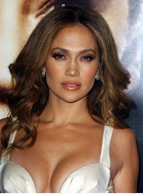 Jennifer Lopez Cleavage on Jennifer Lopez Deep Cleavage