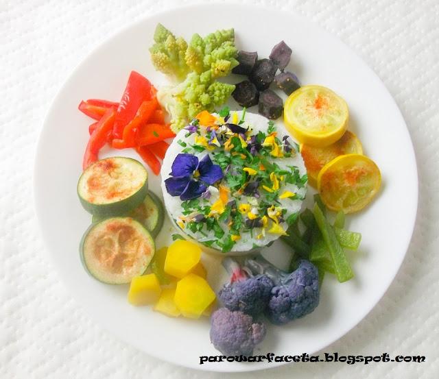 ryż jaśminowy z kolorowymi warzywami z parowaru