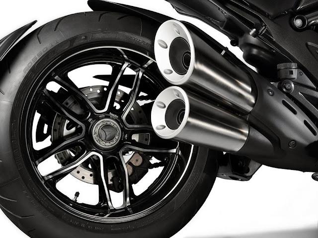 Foto Penampakan Ducati Diavel Carbon 2016