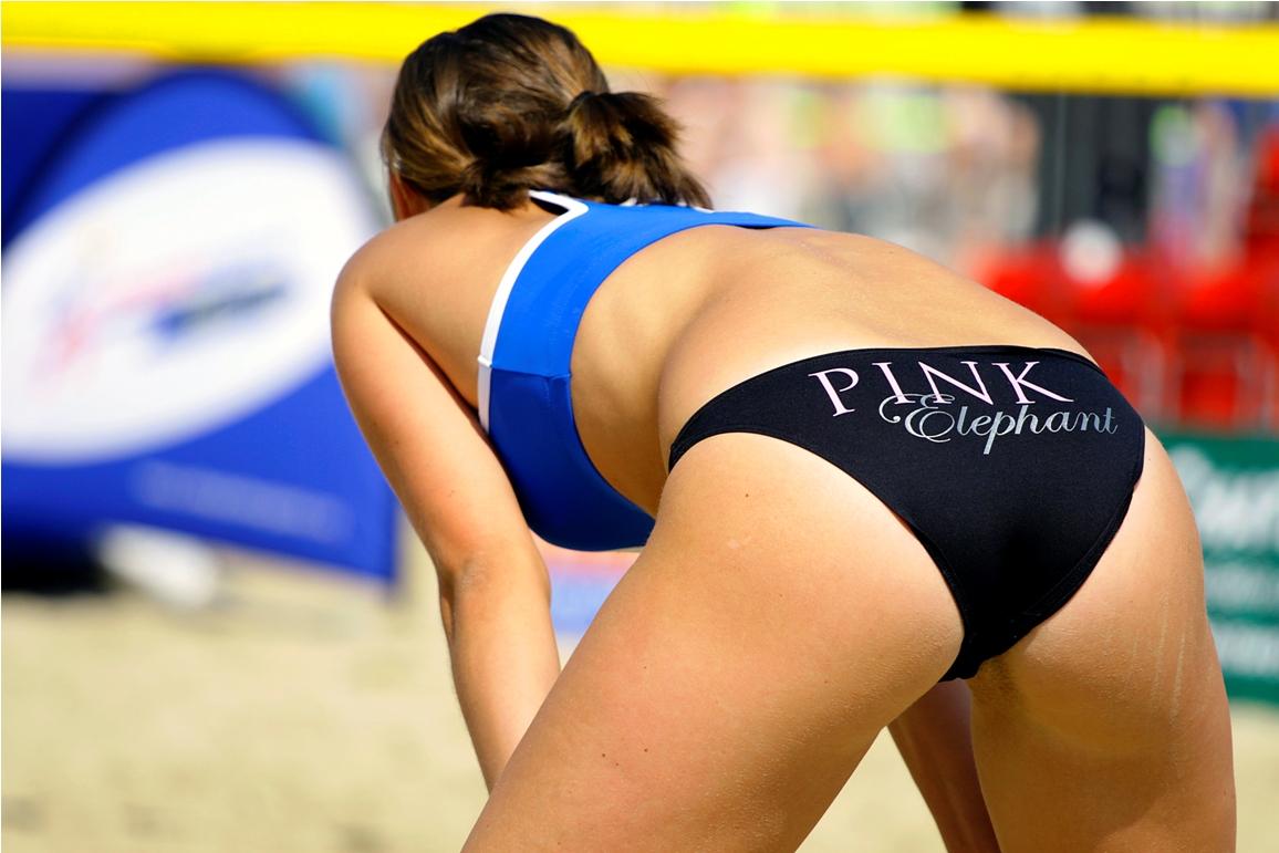 Girls fart volleyball