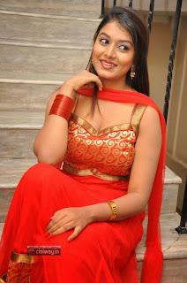 Actress-Kavya-Kumar-Stills-at-Hrudaya-Kaleyam-Movie-Trailer-Launch