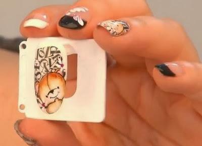 Pooh Manicure
