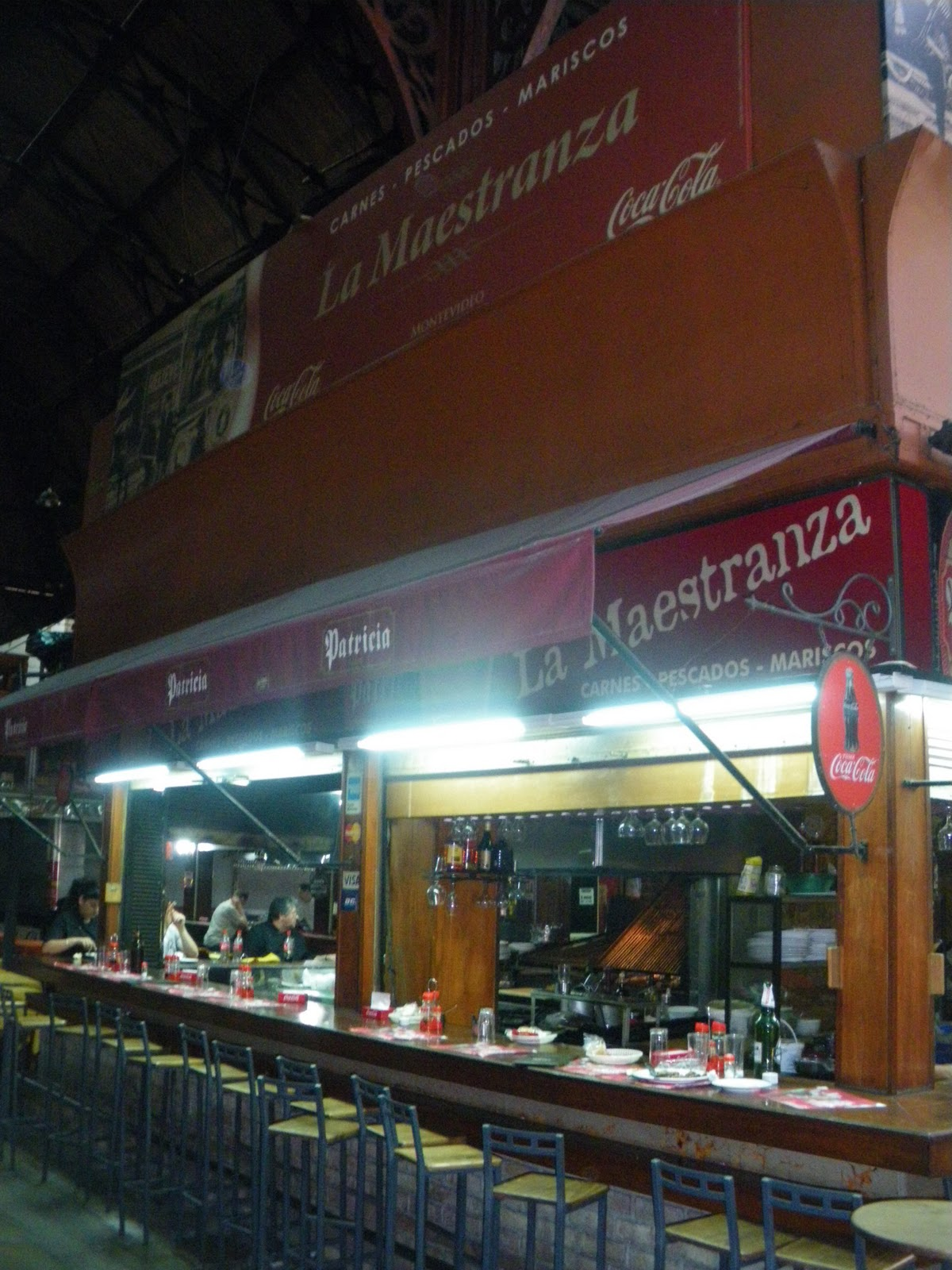 Mercado del puerto montevideo uruguay for Bar living montevideo