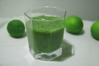 Bezmleczny zielony detoks z jarmużem