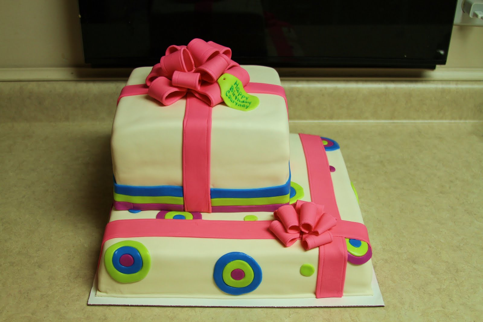Michele Robinson Cakes Courtneys 18th Birthday Present Cake