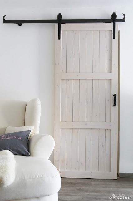 selbstgebaute schiebet r im schlafzimmer. Black Bedroom Furniture Sets. Home Design Ideas