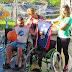 Prefeitura entrega cadeiras adaptadas para prática de basquete sobre rodas