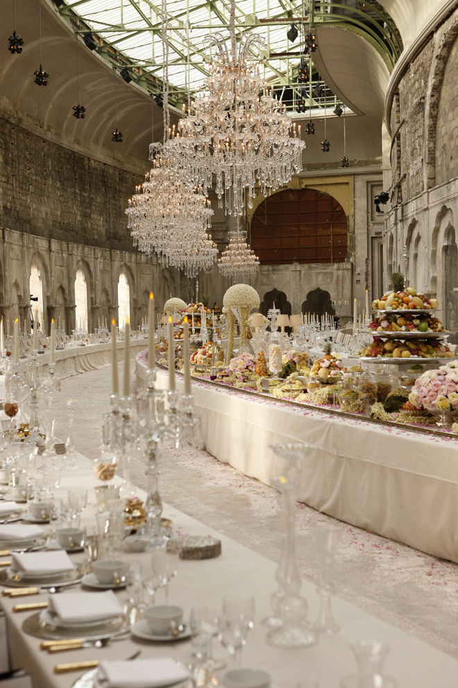 Long tables wedding receptions part 2 belle the magazine for How to decorate tables for wedding reception