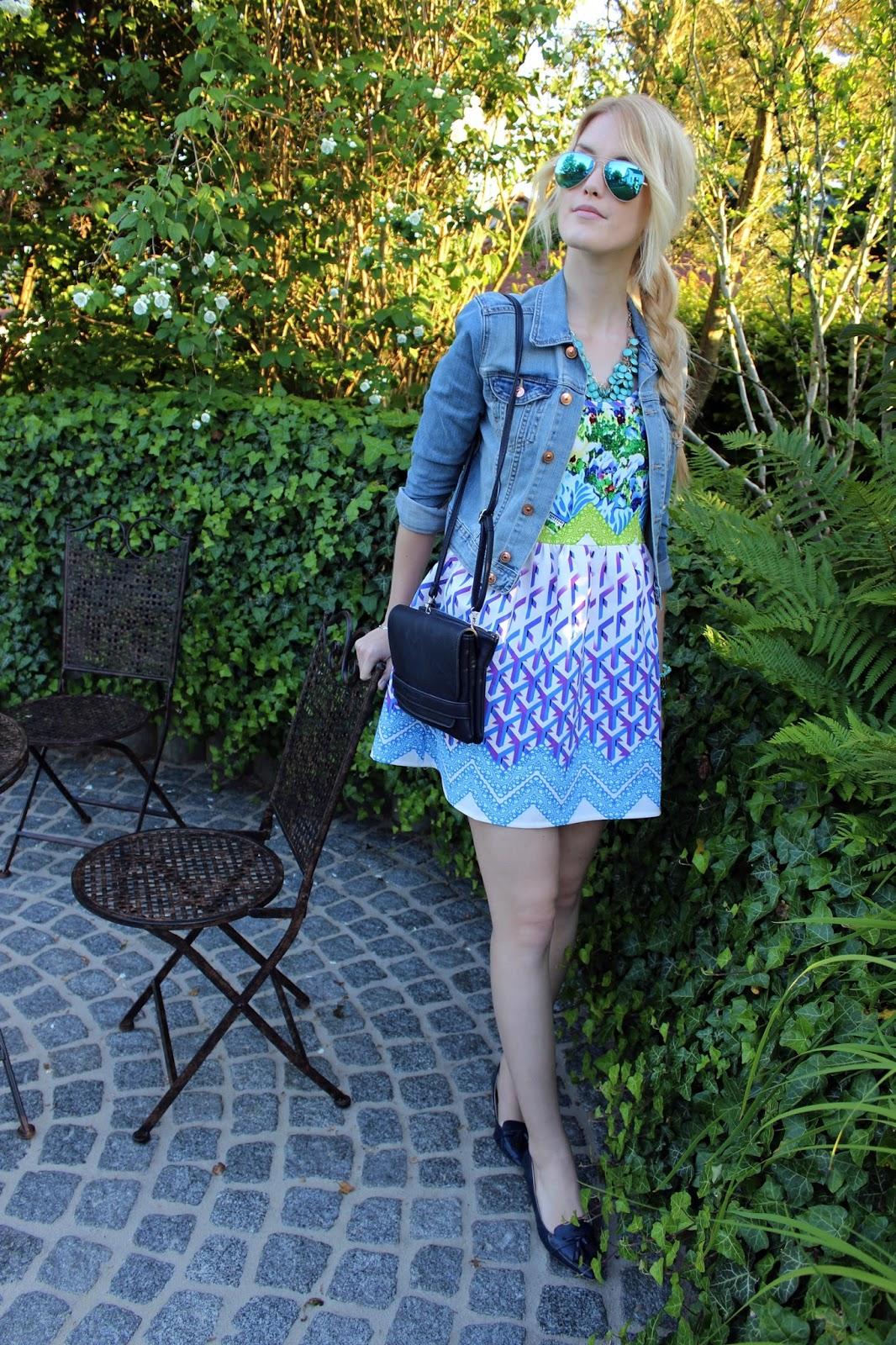 Dress Kleid TheBlondeLion Outfit Jeansjacke Prints Blonde Braid Casual