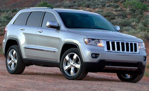 Front 3/4 view of 2011 Jeep Grand Cherokee parked in desert