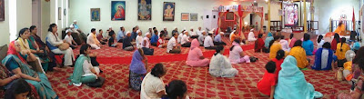Spiritual lecture on Karma, Gyana and Bhakti Yoga by Kripaluji Maharaj's Swami Nikhilanand in New York