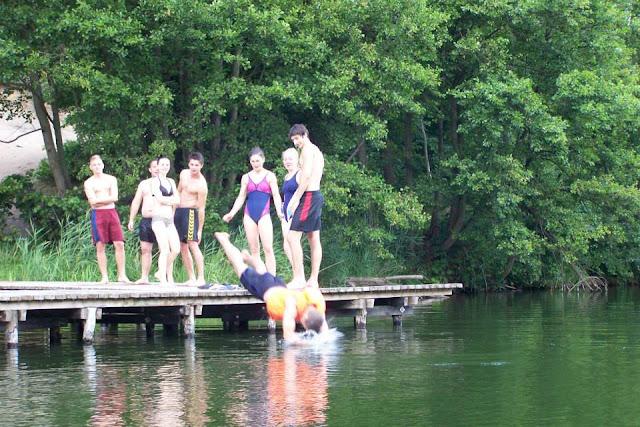 Letni Obóz Szkoleniowy Studentów Uniwersytetu Zielonogórskiego 2015 - relaks nad jeziorem.