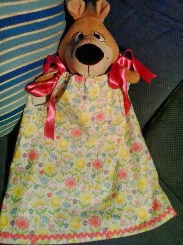 vestido de niña de flores con detalles de piculinas en el dobladillo