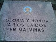En la madrugada del 2 de abril de 1982, tropas argentinas que integraban el . caidos