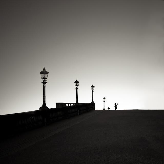 грустные чёрно-белые фотографии