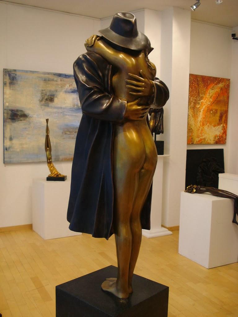 Bruno Bruni (Gradara, 23 novembre 1935) è un artista, pittore e scultore italiano. Bruno Bruni si fece un nome come disegnatore, litografo, pittore e scultore nel mondo artistico internazionale già negli anni settanta. Nel 1977 ebbe il riconoscimento del Premio Internazionale Senefelder per la litografia. Egli è uno dei più noti artisti moderni italiani in Germania.